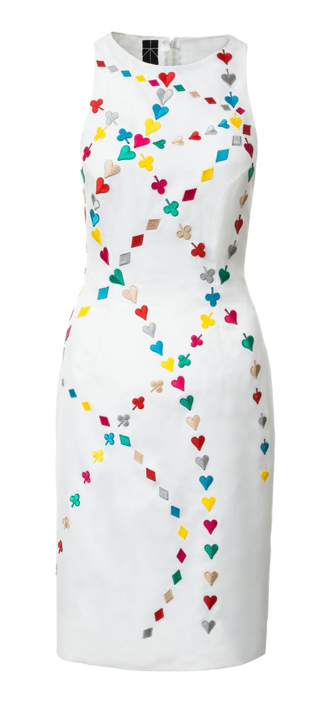 Bílé pouzdrové šaty