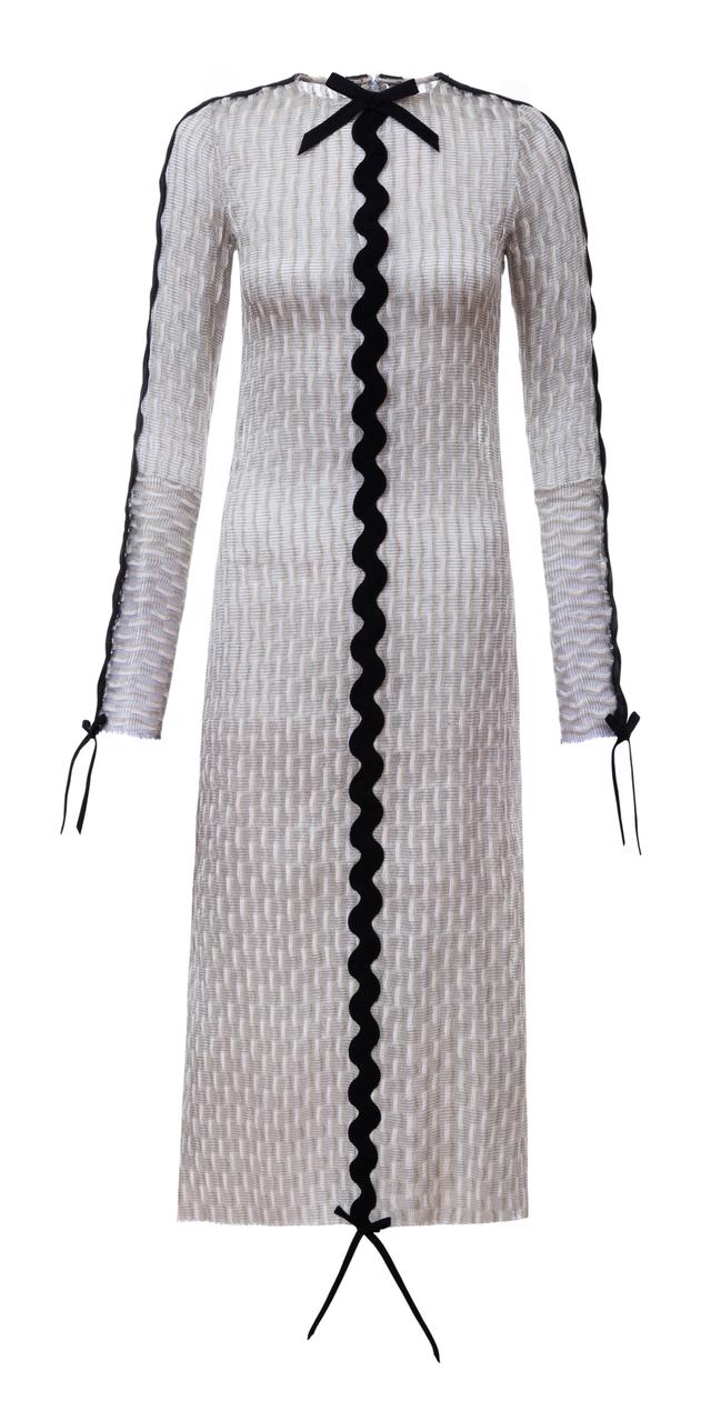 šaty s černou stuhou