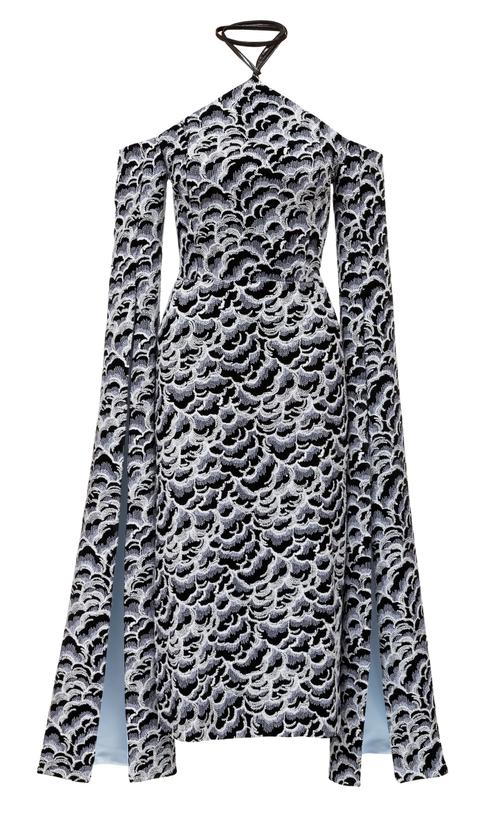 vyšívané sametové šaty