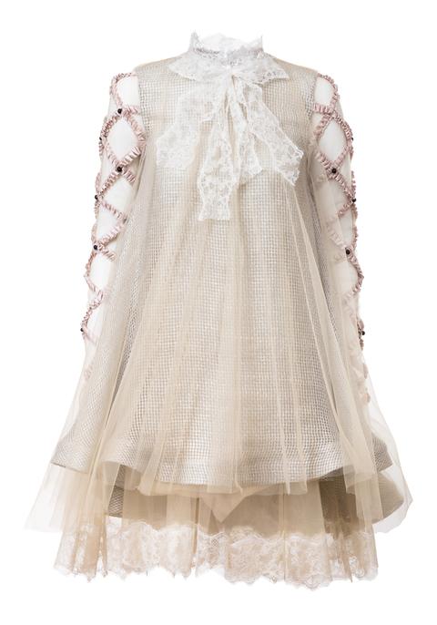 šaty se zdobenými rukávy
