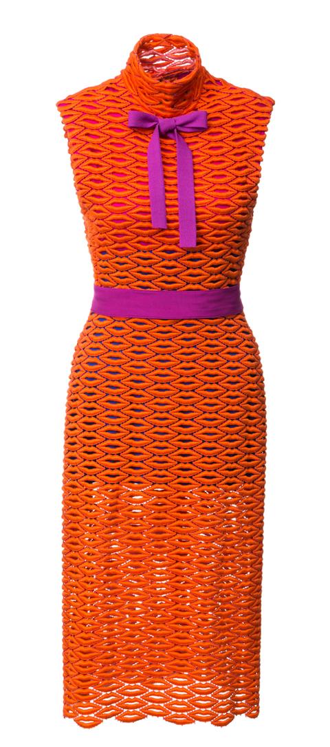 šaty z pusinek